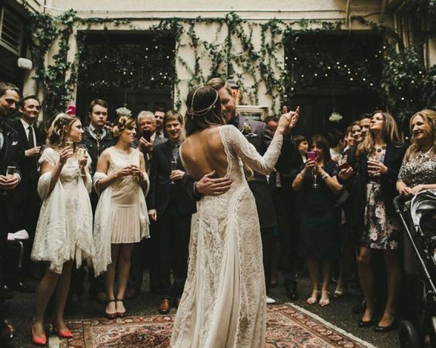 25 pièces pour être l'invitée parfaite cet hiver à un mariage.