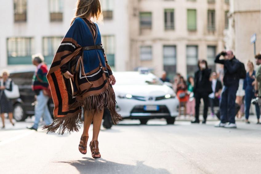 25 ponchos et capes pour sortir avec style tout l'hiver