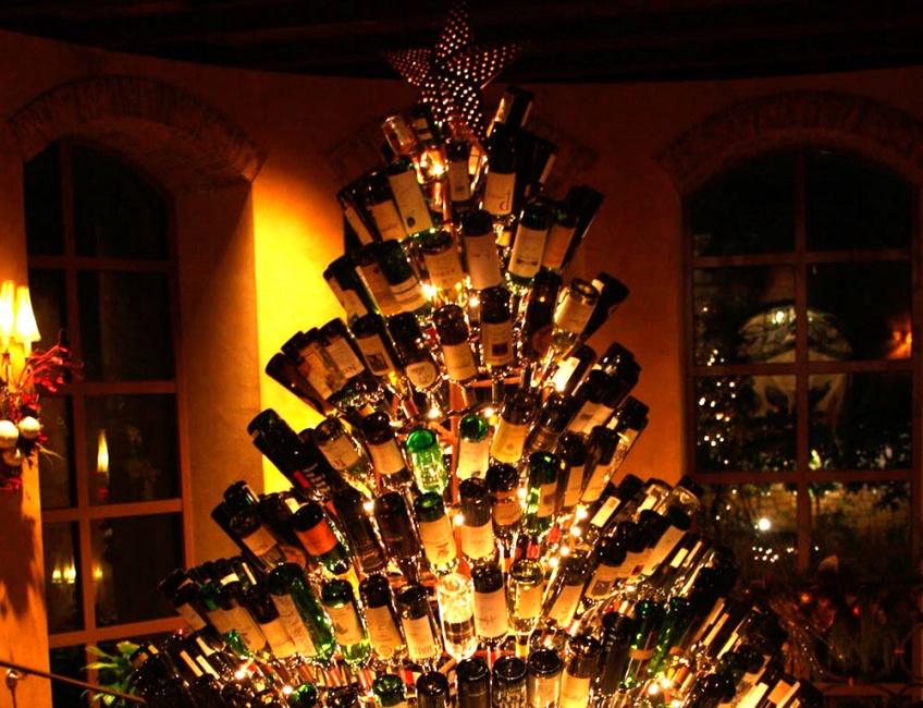 Loufoque : Que diriez-vous d'un sapin de Noël en bouteilles de vin ?
