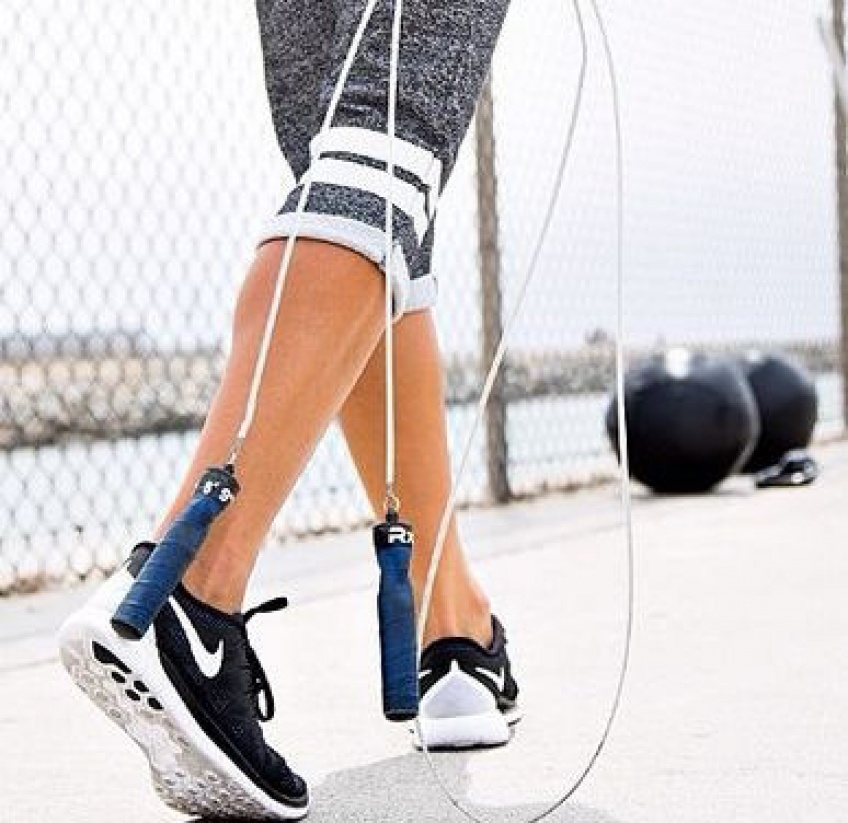 Les 7 accessoires de sport indispensables pour un training à la maison