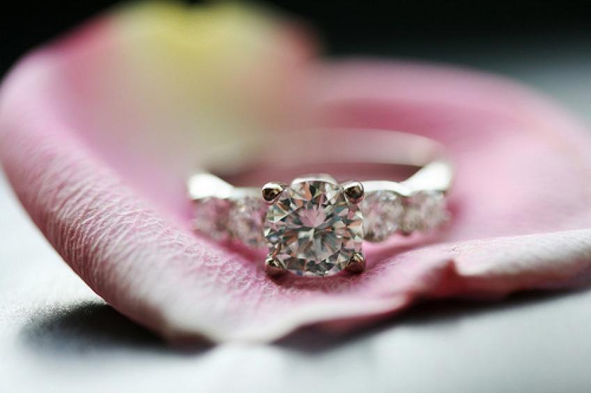 20 sublimes bagues de fiançailles pour tous les budgets