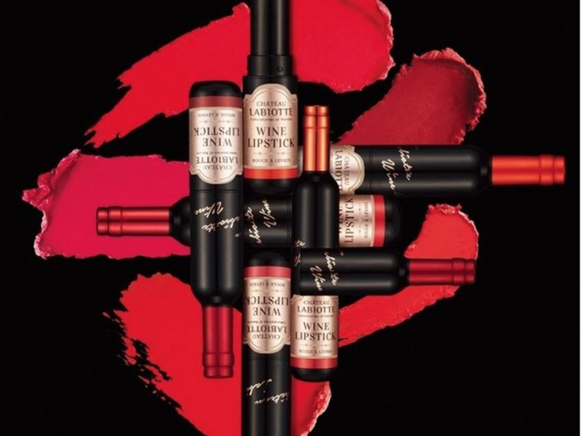 Craquez pour un petit coup... de rouges à lèvres en forme de bouteille de vin