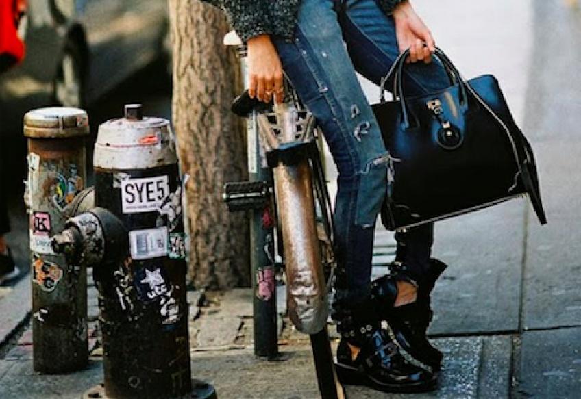 Des Boots de bikeuse pour des pieds divinement Rock'N'Roll !