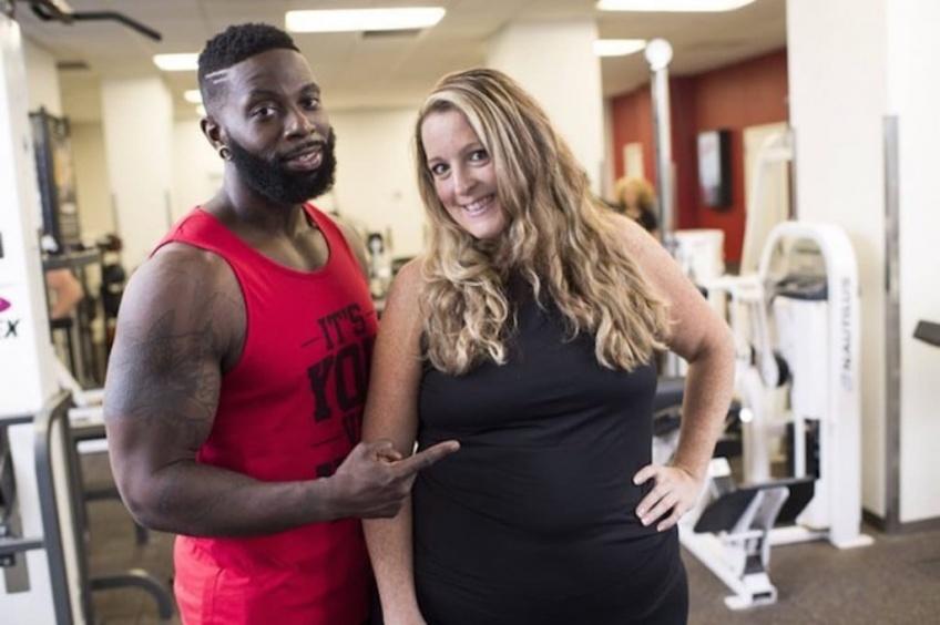 Ce coach prend délibérément 30 kilos pour motiver sa cliente à perdre du poids