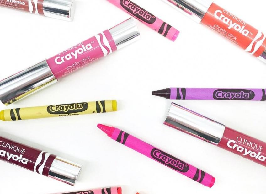 Crayola x Clinique : la gamme de rouges à lèvres qui vous renvoie en enfance