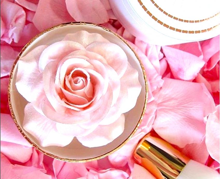 La Rose à poudrer, l'highlighter signé Lancôme qui affole les Beautystas