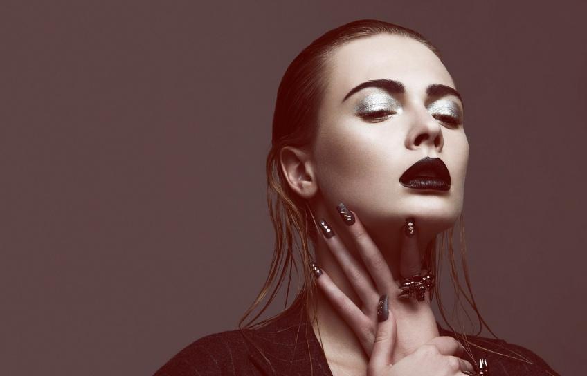 15 produits make-up dark qui vont vous faire changer d'avis