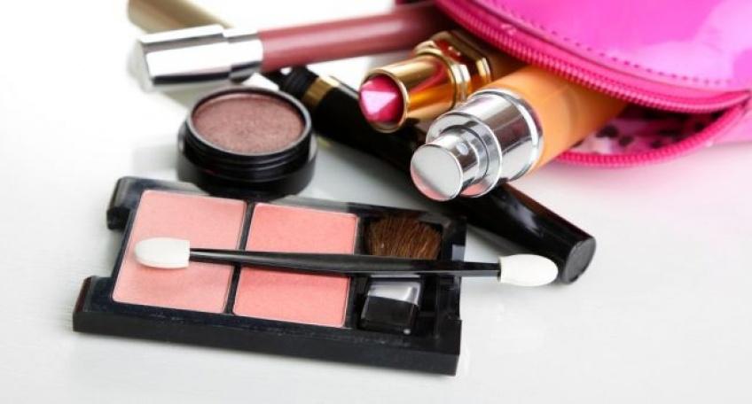 Les produits de beauté que vous ne devriez pas prêter à vos copines