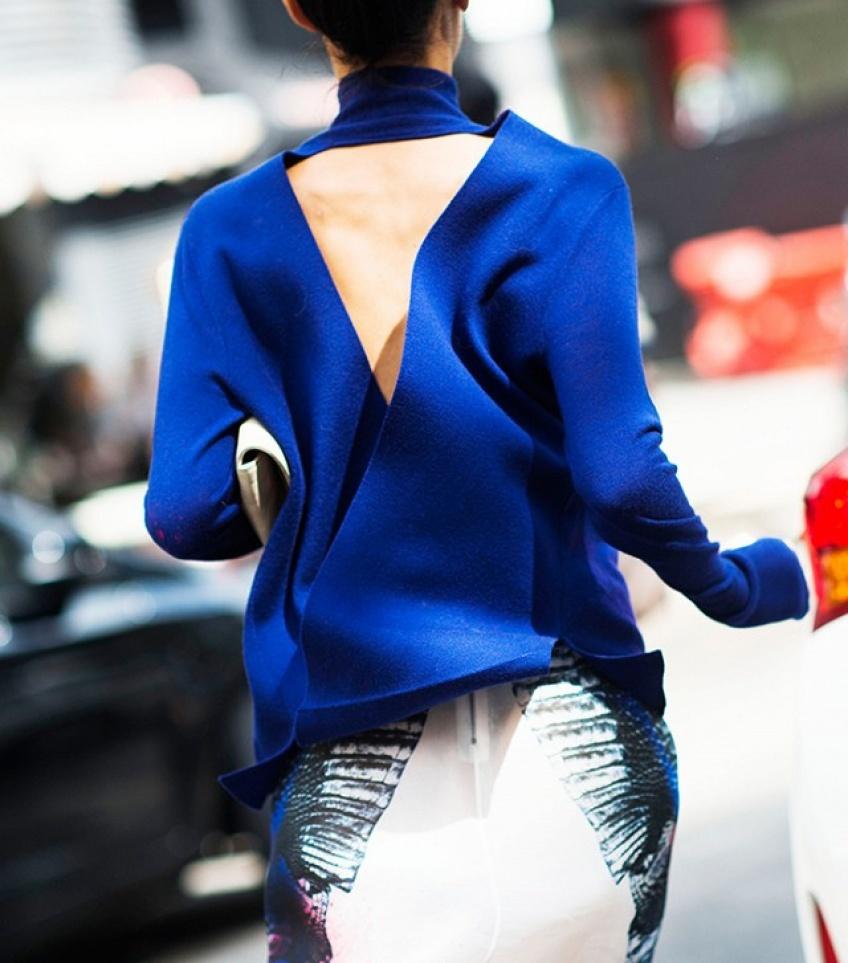 Le pull dos-nu : la bonne transition de l'automne à l'hiver