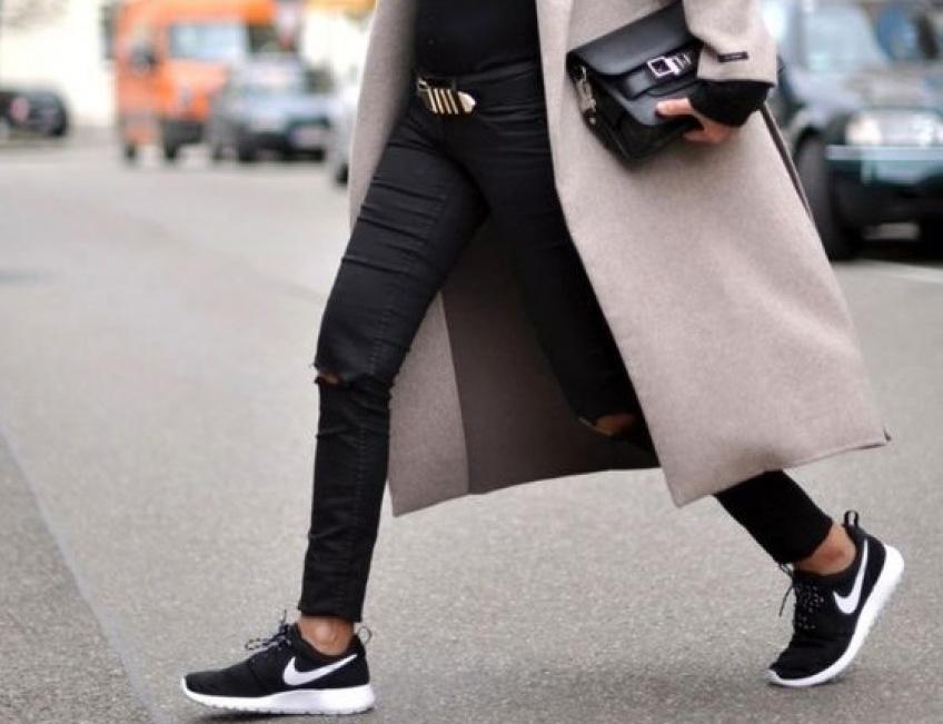 35 paires de baskets noires pour être à jour dans vos basiques