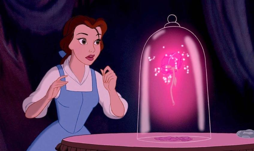 La toile craque totalement pour ce mug à emporter 'La Belle et la Bête' vendu à Disneyland