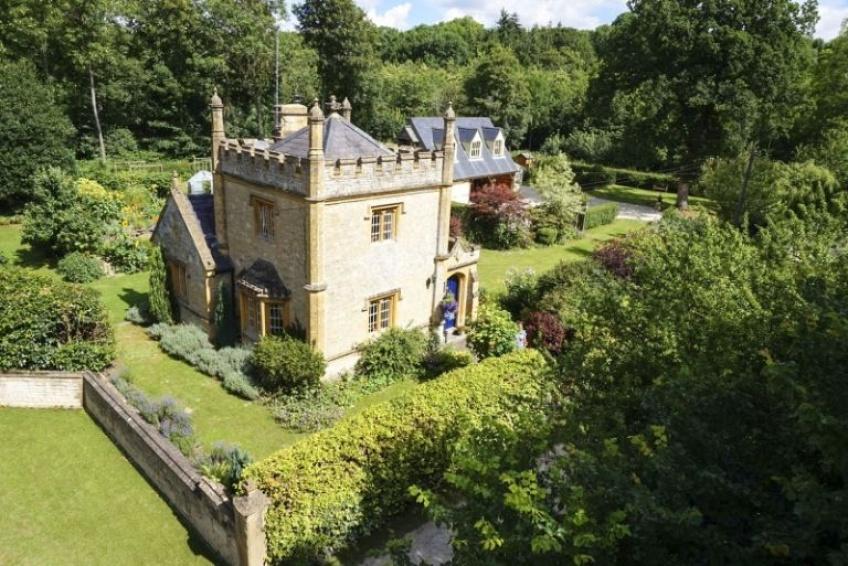 Le plus petit château d'Angleterre est en vente et il nous donne envie de déménager vite fait !