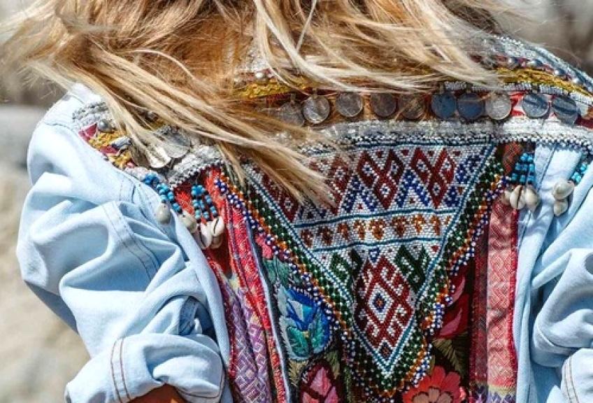 25 vestes en jean brodées dans le dos qui vont puncher votre dressing