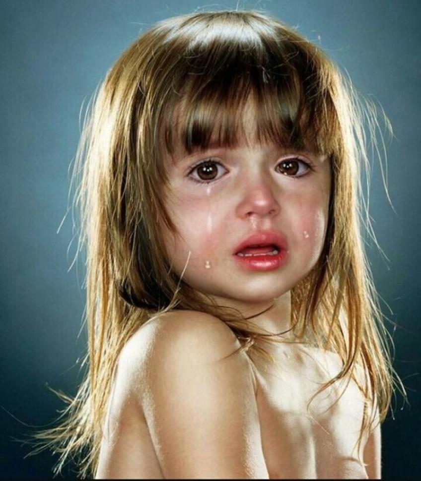 Si votre enfant pleure, c'est sûrement parce que vous êtes moche