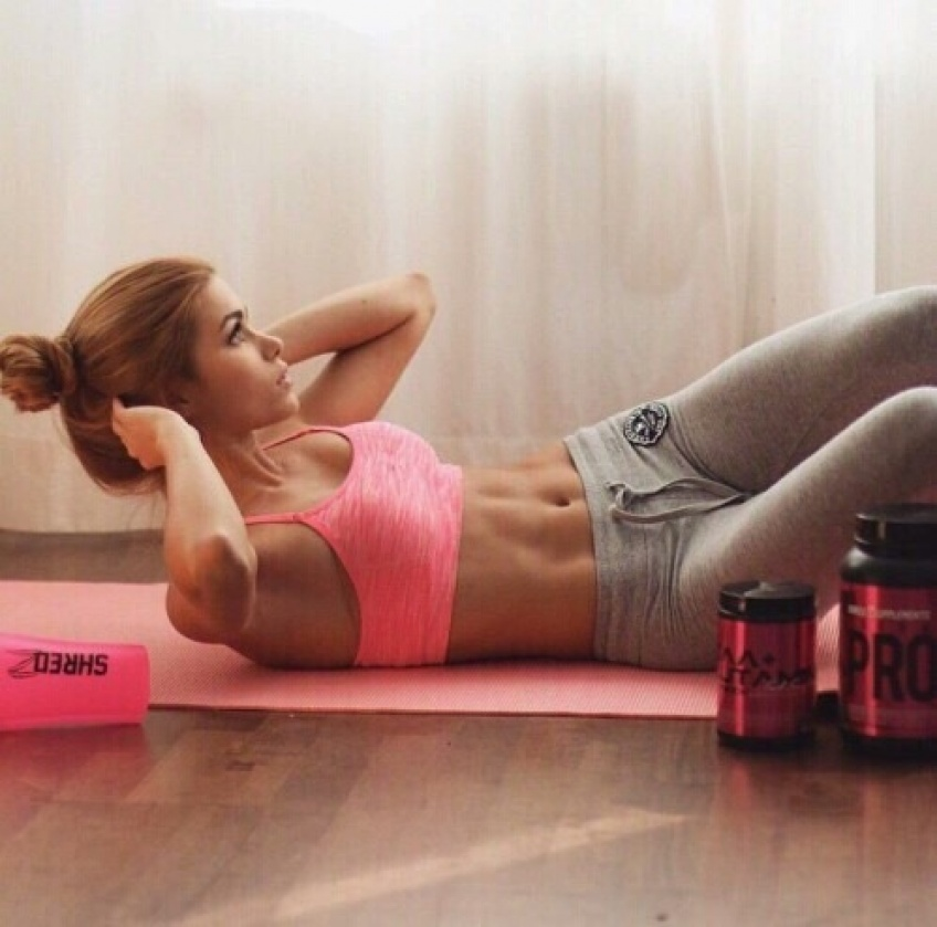 Travaillez vos obliques avec ces 10 exercices ! Ventre plat garanti !