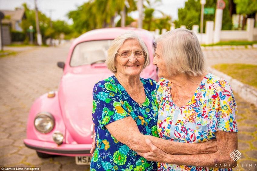 Ces jumelles fêtent leur 100ème anniversaire d'une manière originale