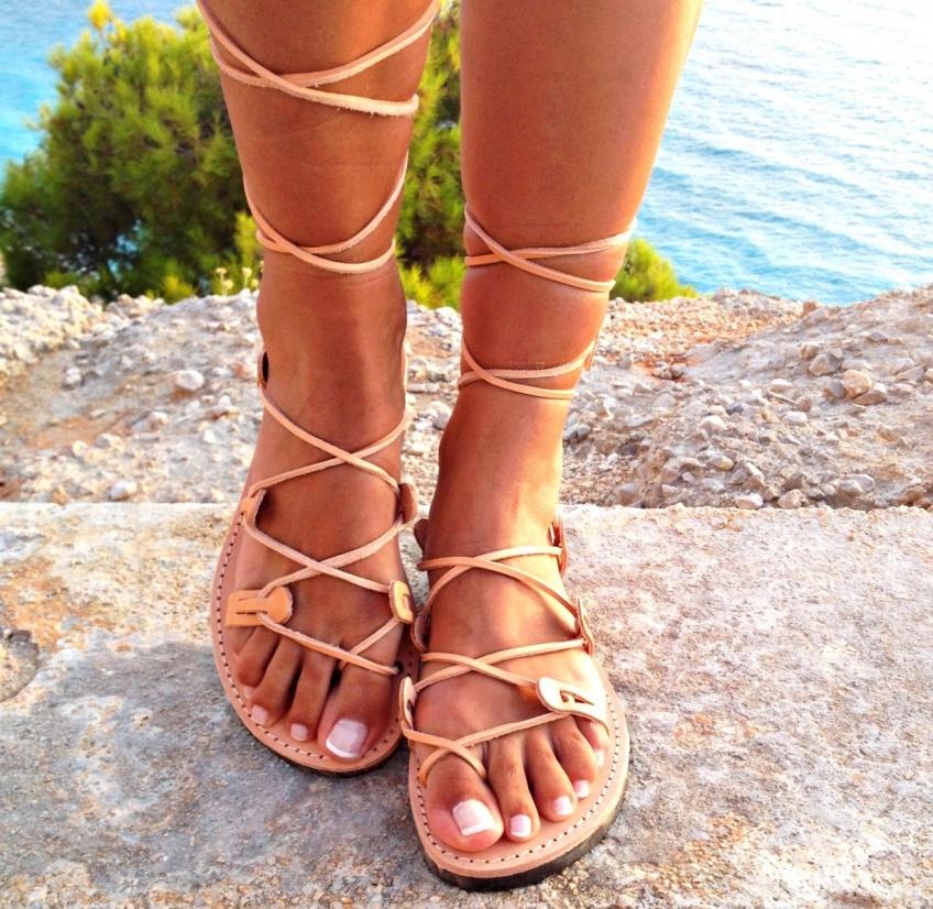 30 paires de sandales plates à lacets qui vont ravir vos pieds cet été !