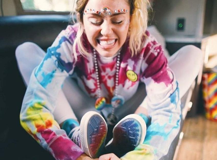 Converse collabore avec Miley Cyrus pour une collection dédiée à la cause LGBTQ