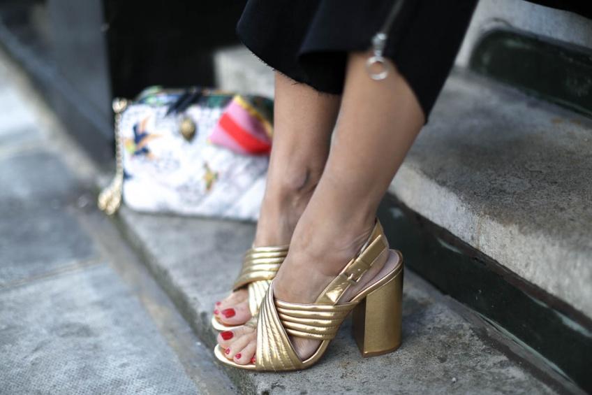 Dévoilez vos pieds en soirée avec une paire de sandales à talons absolument canon !