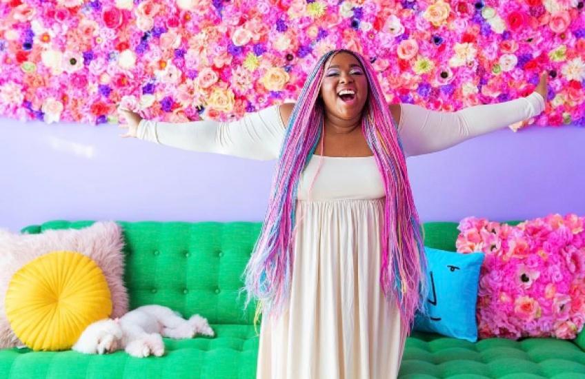 Alerte! Cette femme possède l'appartement le plus coloré au monde!