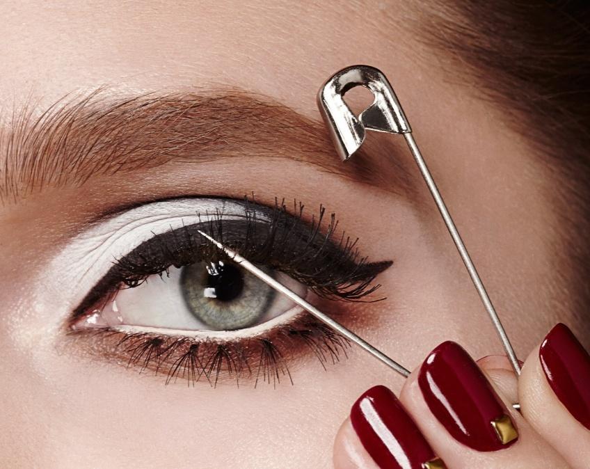 MAC Cosmetics dévoile un eye-liner d'un tout nouveau genre