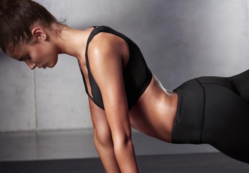 Découvrez d'incroyables exercices avec une chaise ou un mur à faire n'importe où, n'importe quand !