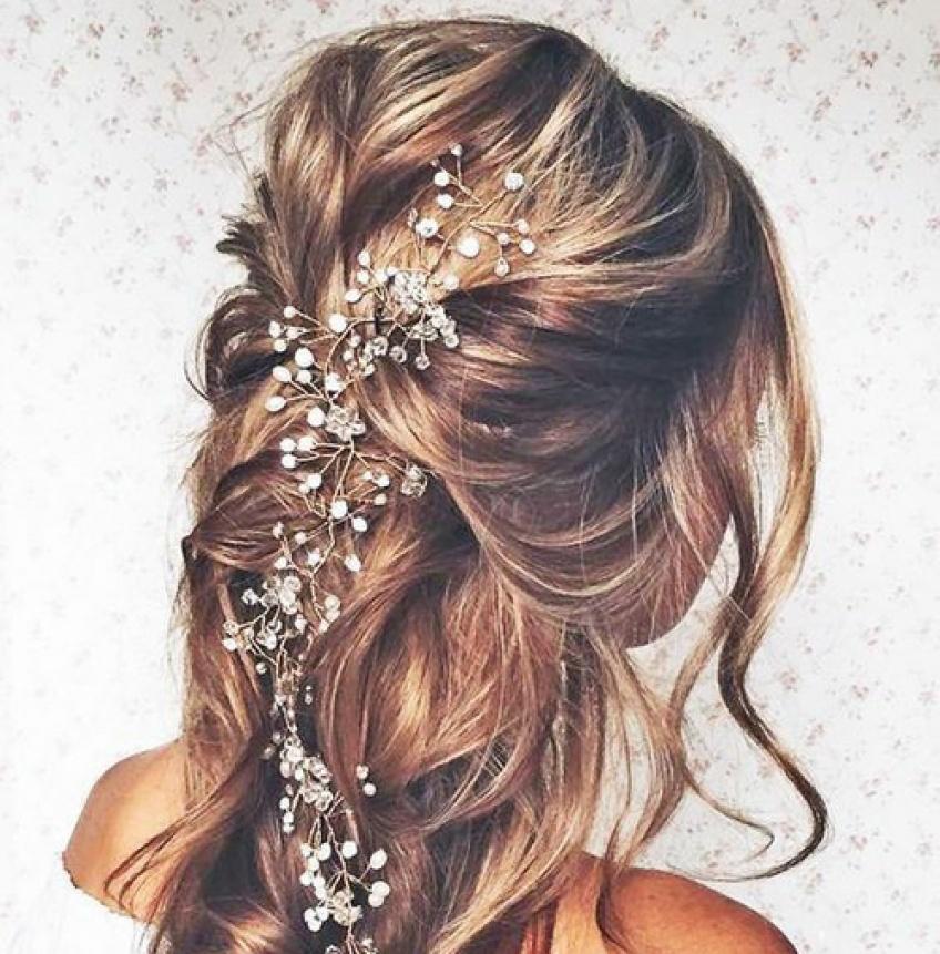 10 coiffures ornées de perles pour être la plus stylée tout l'été