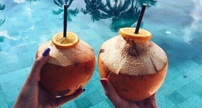 ALERTE : L'eau de coco pourrait vaincre la gueule de bois !