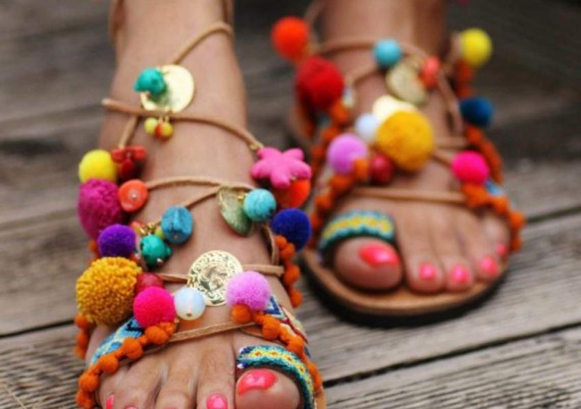35 sandales à pompons pour porter tout l'été