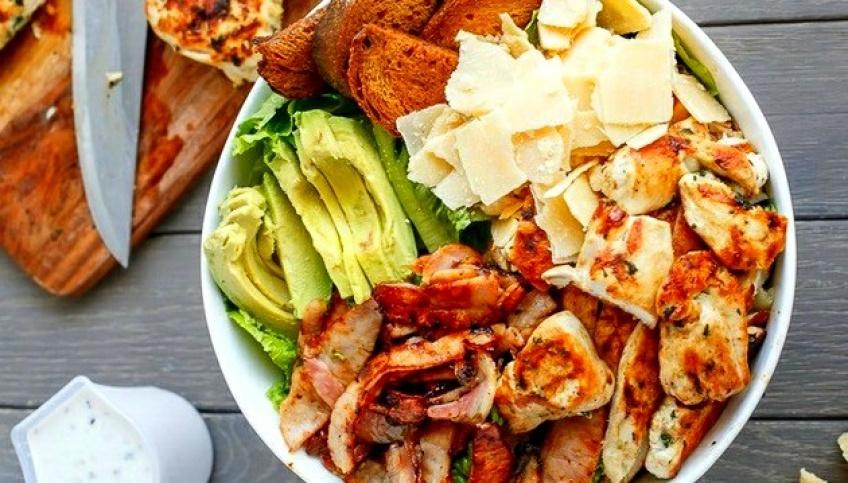 5 raisons pour lesquelles votre salade vous gonfle le ventre