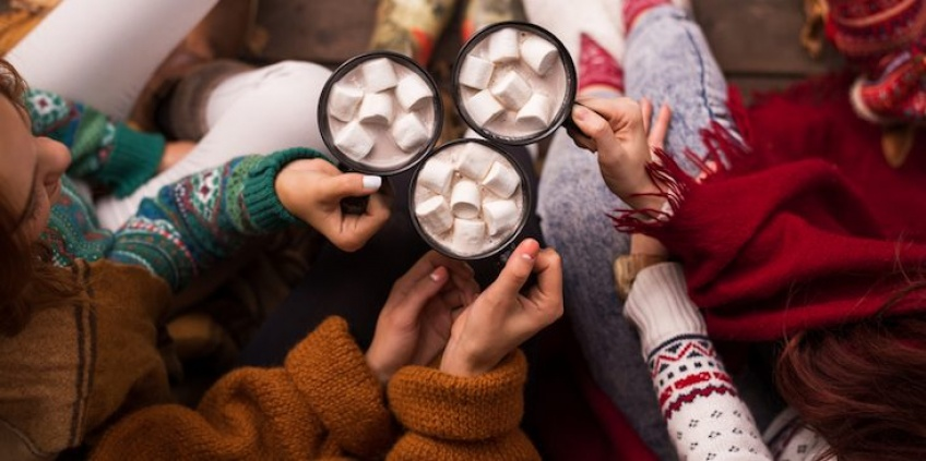 Découvrez les marshmallows infusés à l'alcool pour customiser vos chocolats chauds d'automne !