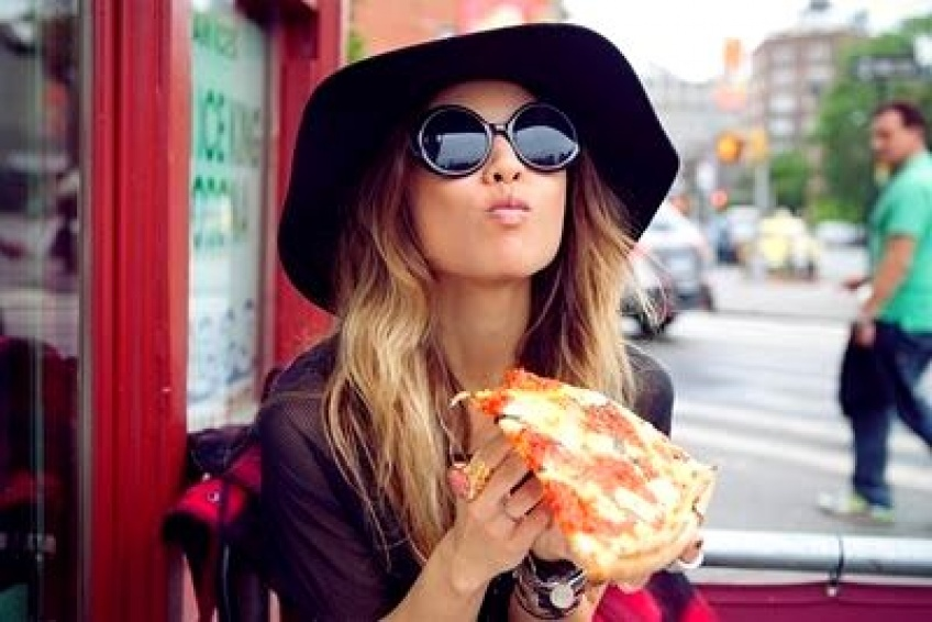 Découvrez comment cette femme a réussi à perdre 2 kilos en 1 semaine en mangeant seulement de la pizza !