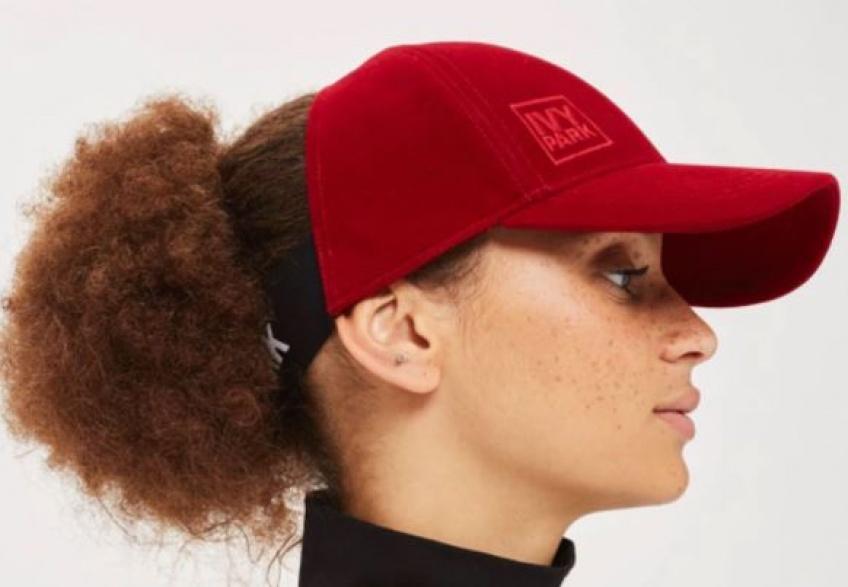 Et Beyonce inventa la casquette pour les cheveux bouclés