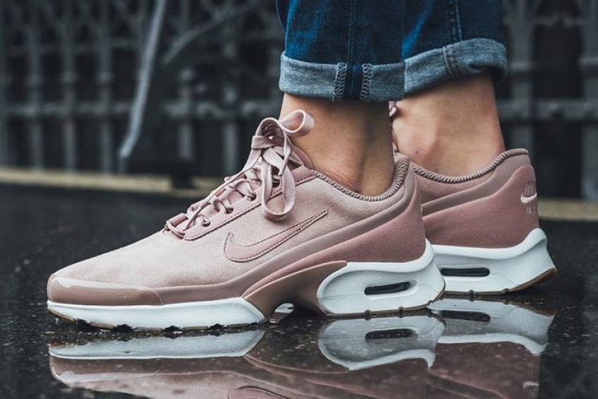 Alerte! Nike dévoile une nouvelle paire de sneakers roses et elle est sublime!