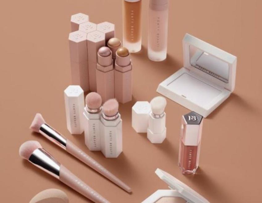 La marque Fenty Beauty et Rihanna s'apprêteraient-elles à prendre soin de notre peau ?