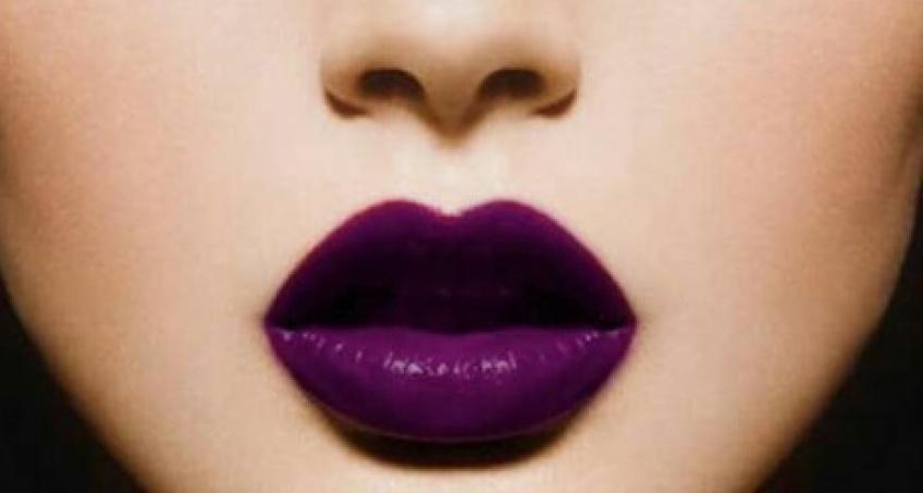 10 inspirations pour oser le lipstick violet cet automne
