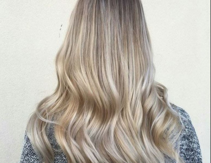 Tendance : le balayage blond à adopter d'urgence !