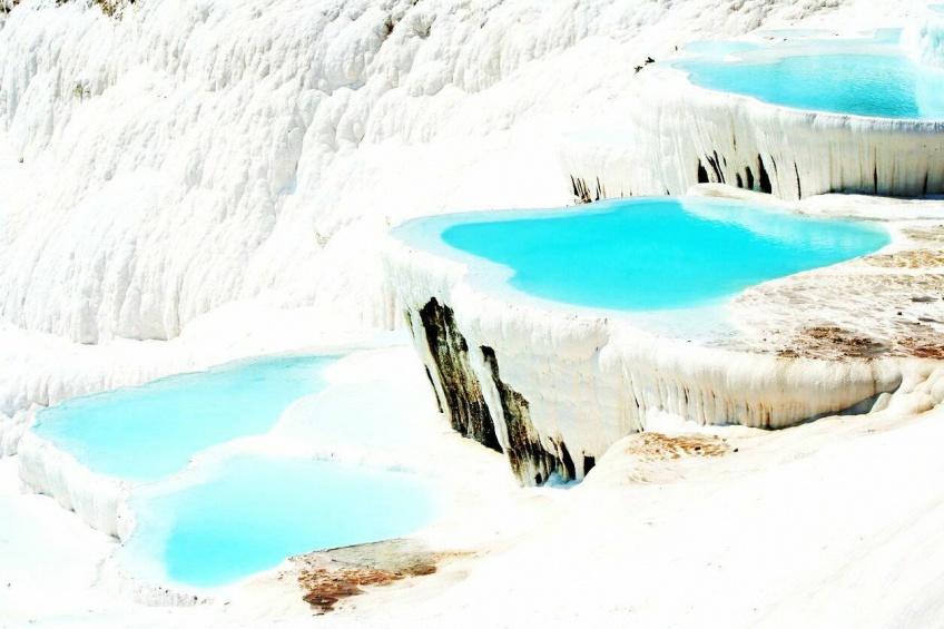 7 sources d'eau chaude qui nous font aimer l'hiver!
