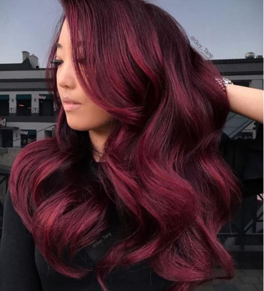 Cette saison, on passe toutes à l'aubergine hair !