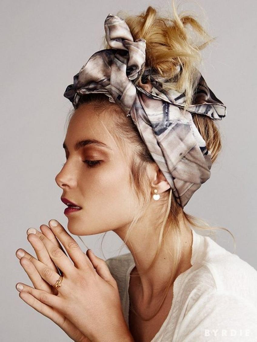 10 sublimes façons de mettre un foulard dans ses cheveux