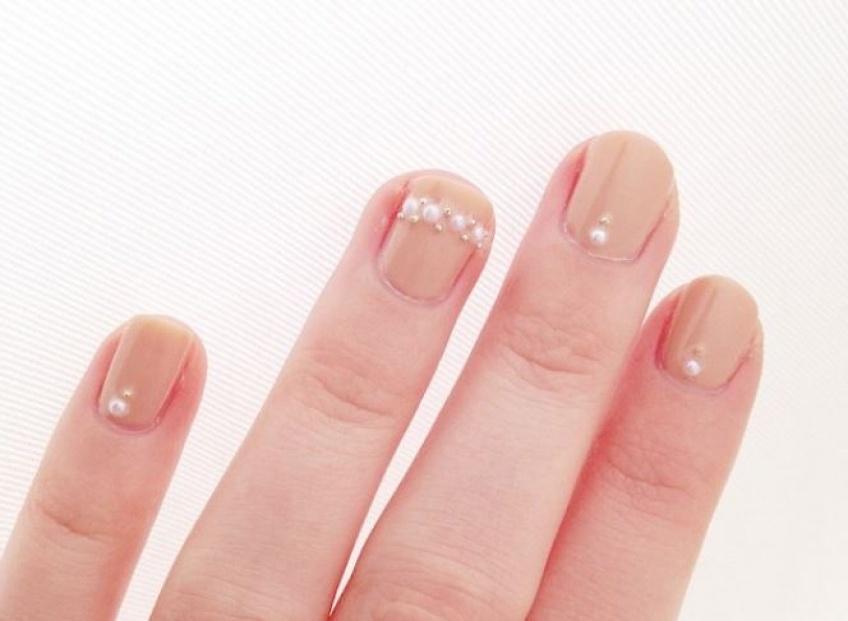 Le Pearl Nail Art : la nouvelle tendance qui décore vos ongles
