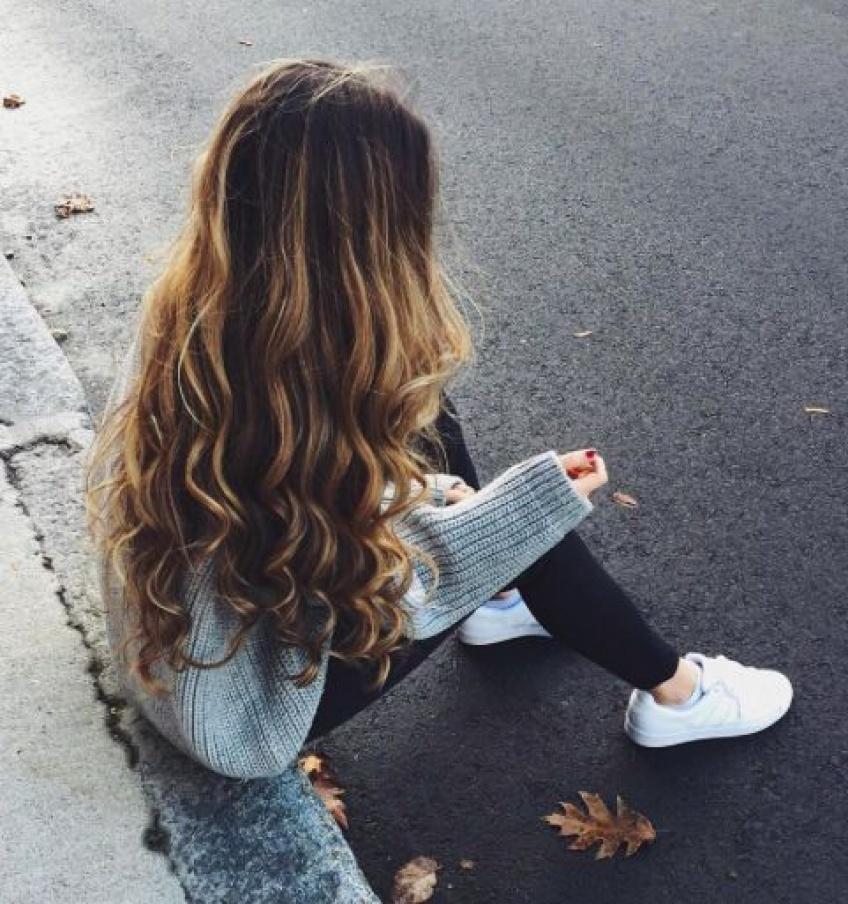 10 astuces presque magiques pour avoir des cheveux encore plus longs