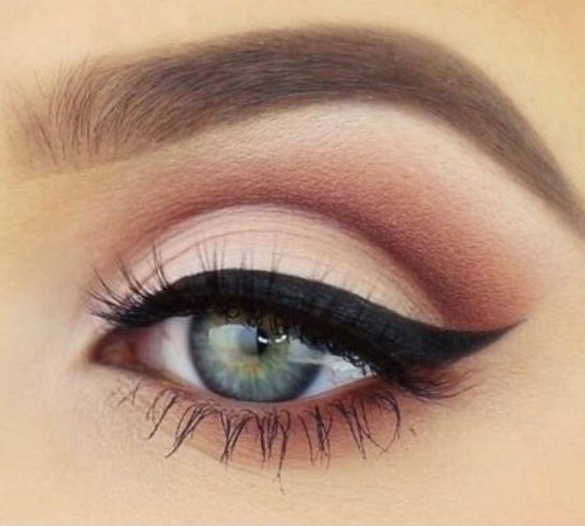 Les meilleures astuces pour réaliser un cat-eye parfait