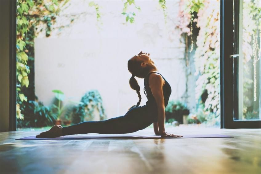 15 positions de yoga pour aplatir votre ventre