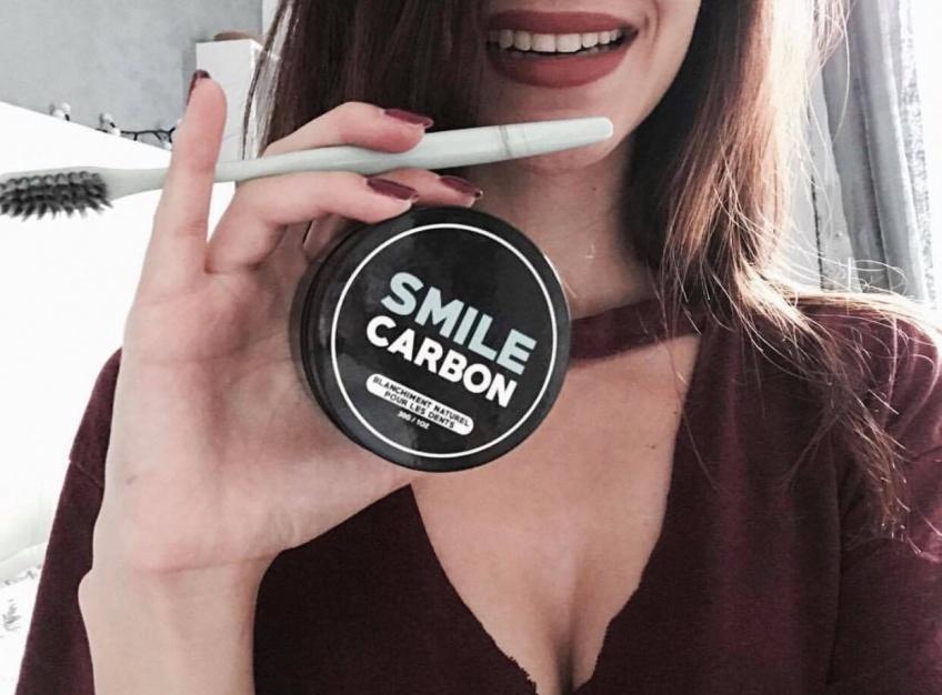 Osez le sourire ultra-bright et 100% naturel avec Smile Carbon !