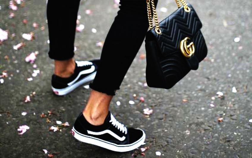 25 superbes baskets noires pour toutes les Sneakers Addict !