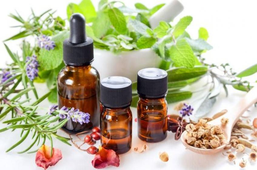 Les meilleures astuces beauté à réaliser avec vos huiles essentielles