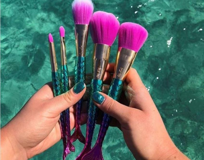 On meurt littéralement devant cette collection de make-up aux couleurs de sirène !