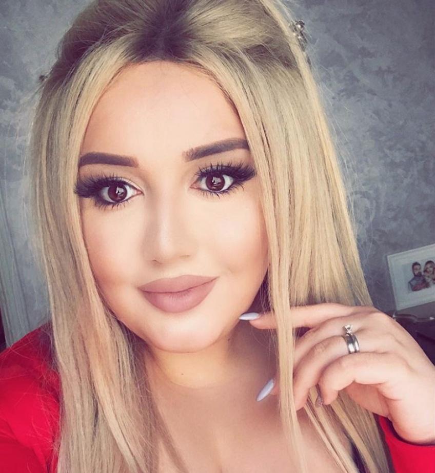 Cette make-up artist transforme ses clientes et leur fait oublier tous leurs problèmes de peaux