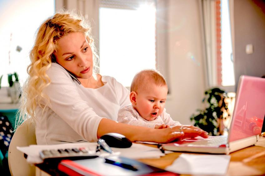 Une maman désespérée demande de l'aide à son mari via une lettre sur Internet